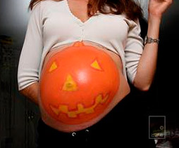 妊婦がハロウィン仮装を100倍楽しむ方法!海外マタニティ手作り衣装がすごい!!
